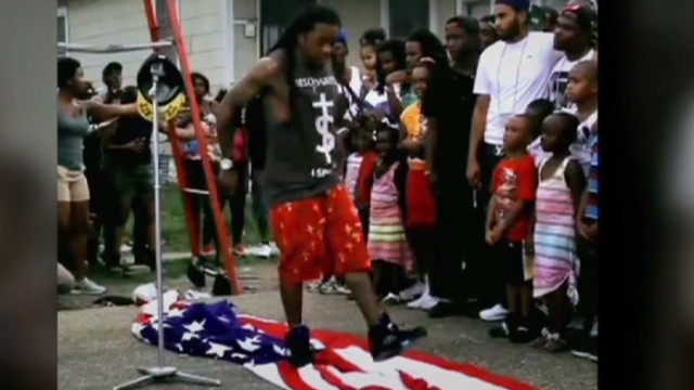 vo lil wayne steps on american flag_00000602.jpg