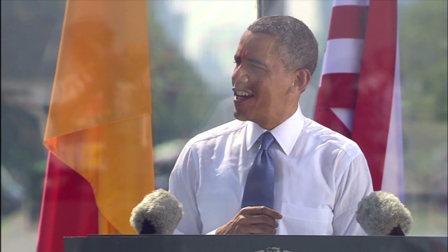 Obama goes informal during Berlin speech