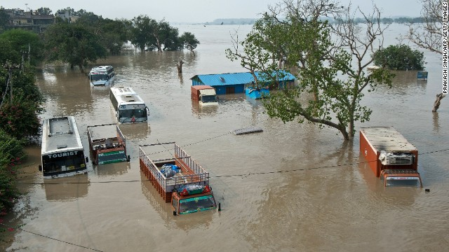 Monsoon rains drench India, cause floods