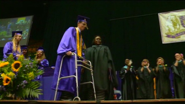 Paralyzed teen walks at graduation
