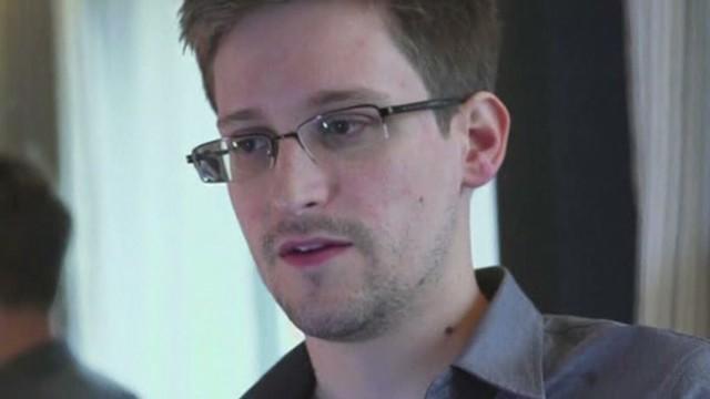 Snowden flees Hong Kong for Russia