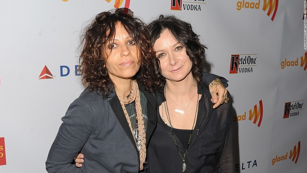 "Musician Linda Perry, left, and actress Sara Gilbert married in March 2014, Gilbert announced on her TV show ""The Talk."""