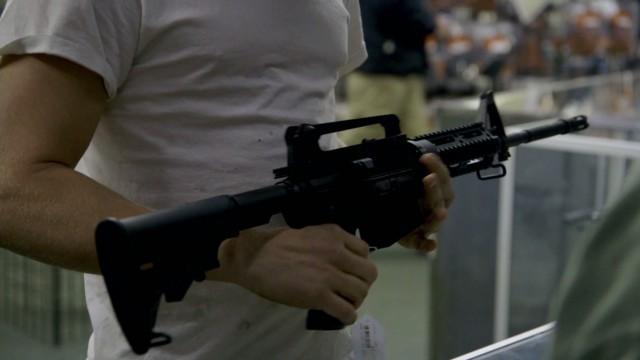 Fear sends shoppers into gun store
