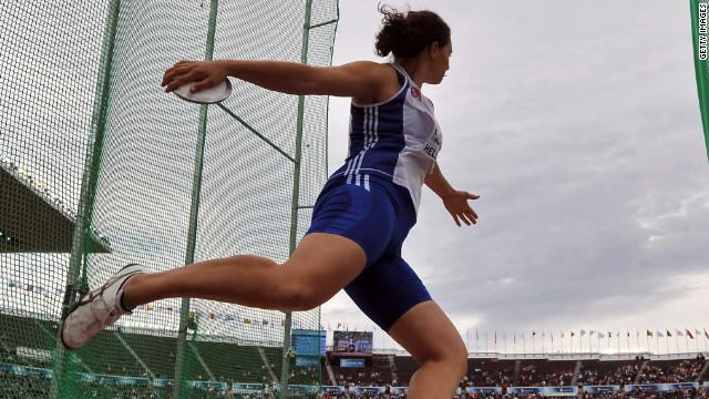 Female discus thrower defies stereotypes