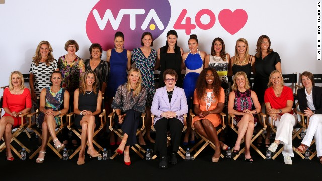 WTA founder Billie Jean King is flanked by Maria Sharapova and Billie Jean King at a special gathering of former No.1s to mark the 40th anniversary.