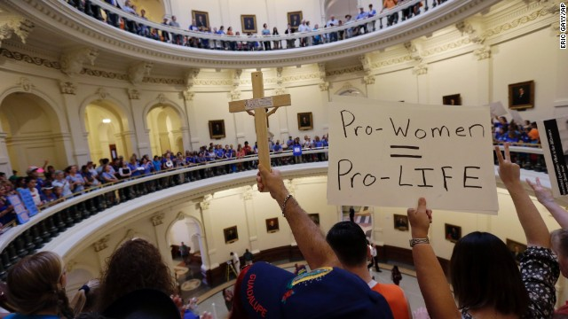 A anti-abortion supporters and pro-abortion rights supporters crowd into the rotunda of the Texas capitol, Monday, July 1, 2013, in Austin, Texas. The Texas Senate has convened for a new 30-day special session to take up contentious abortion restrictions bill and other issues. (AP Photo/Eric Gay)