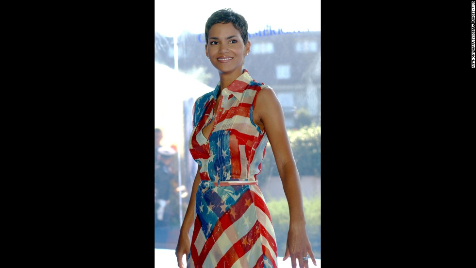 Streep's not the only celebrity to show the French her American style. It looks like a pattern with Halle Berry in a similar dress at the Deauville Film Festival in 2001.