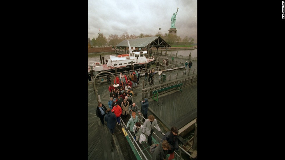 In November 1995, a federal budget crisis caused Liberty Island to close to tourists.