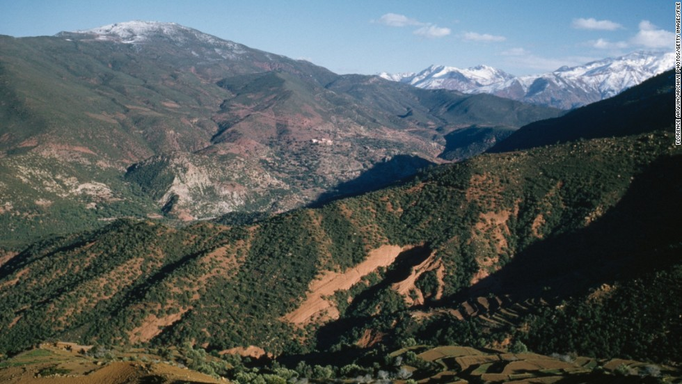 The vast mountainous range stretches for more than 2,000 kilometers, from Agadir in Morocco to Tunis in Tunisia. <em>Peak: 4,165 meters.</em>