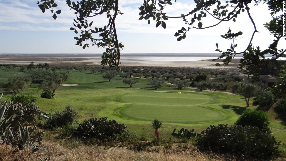 With commanding views from the clubhouse all the way to the Mediterranean, Flamingo is always in first-class condition and has excellent greens and fairways.