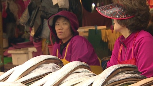 Older women rule S. Korean fish market