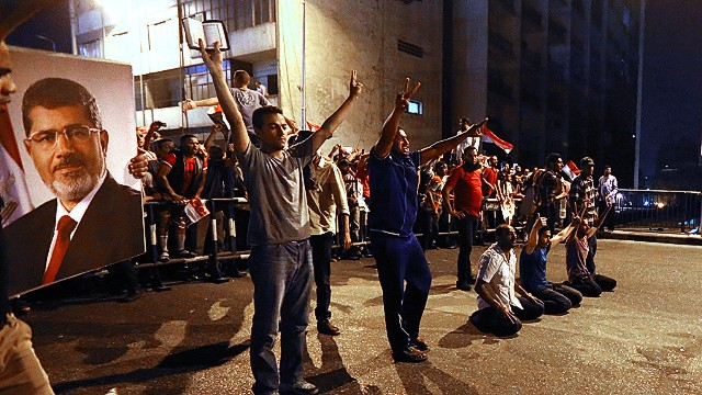 Morsy supporters hit with tear gas
