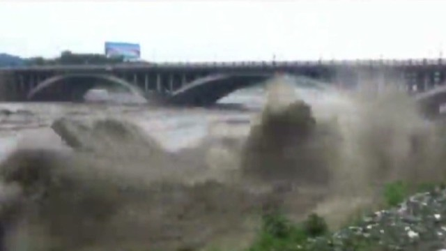 china cichuan bridge collapse cellphone_00001218.jpg