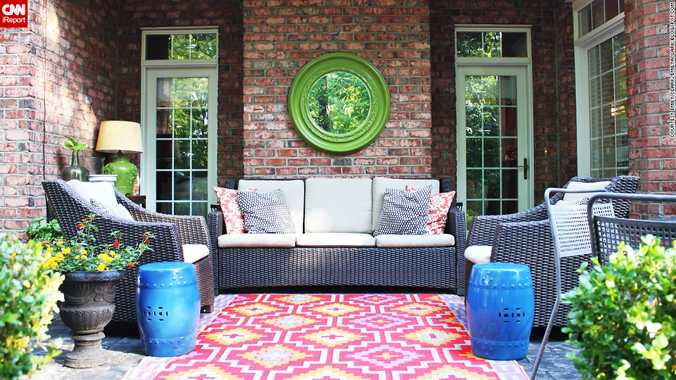 Find sanctuary from summer heat in the back yard for Small outdoor decorating ideas