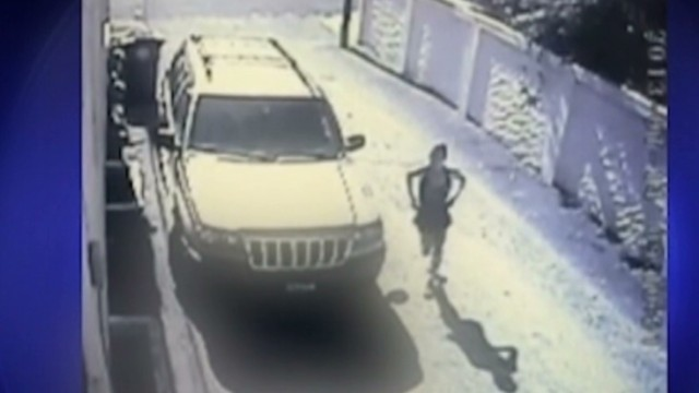 pkg jogger defecates near mans home_00005515.jpg
