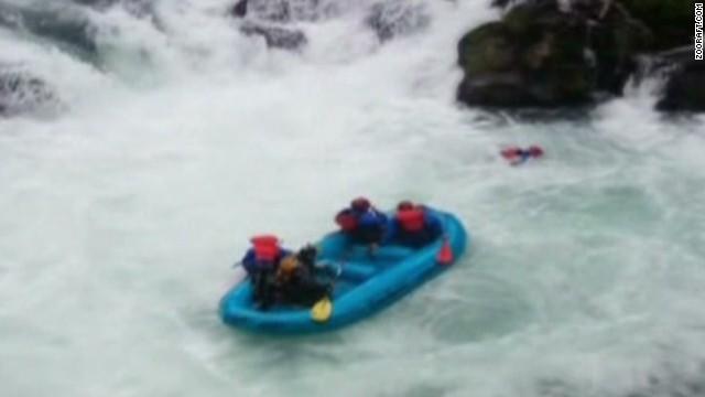 nr oregon rafting rescue_00003327.jpg