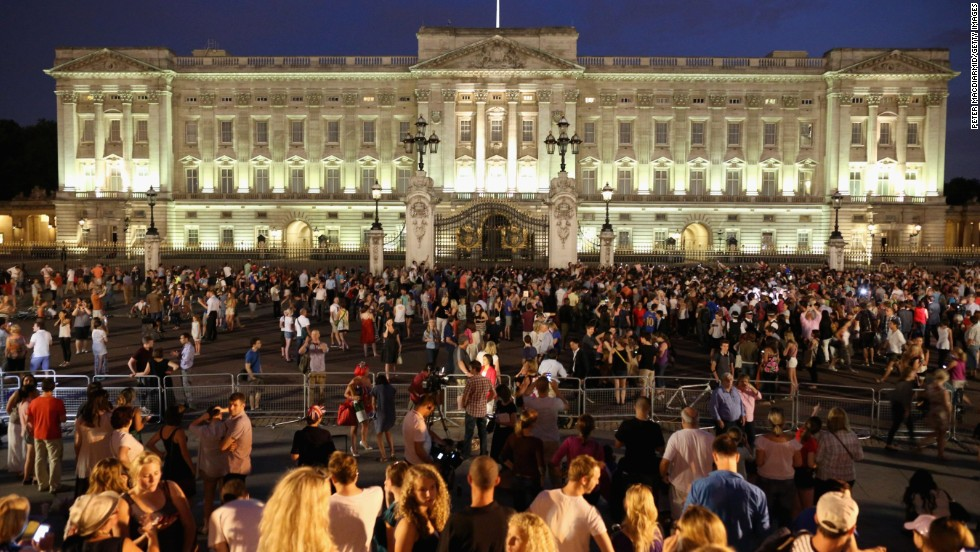 Crowds gather outside Buckingham Palace on July 22 after the announcement of the birth.