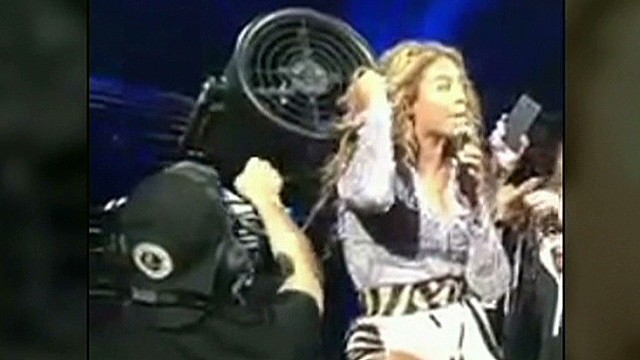sbt beyonce hair gets stuck_00002423.jpg