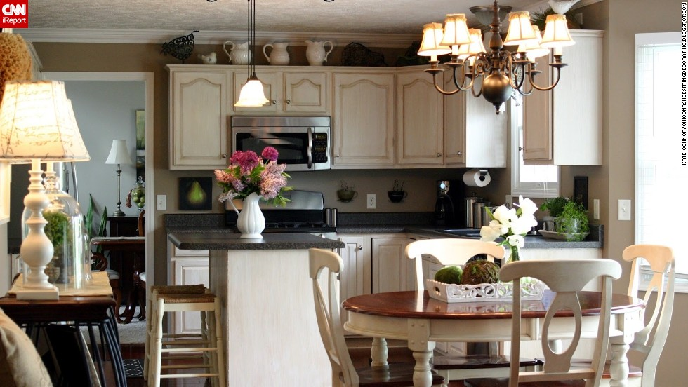 "<a href=""http://ireport.cnn.com/docs/DOC-1007924"">Kate Connor's</a> Illinois kitchen uses <a href=""http://chiconashoestringdecorating.blogspot.com/2012/05/my-spring-kitchen.html"" target=""_blank"">lighting</a> to lend an air of coziness and comfort, which she also strives for by adding extra seating for family and guests."