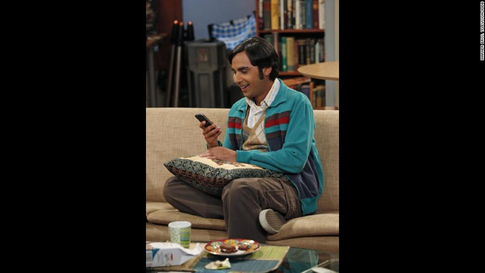 """Kunal Nayyar es Rajesh Ramayan """"Raj"""" Koothrappali, un astrofísico tímido que hasta hace poco sólo podía hablar con las mujeres después de beber alcohol. Él está desesperado por encontrar amor."""