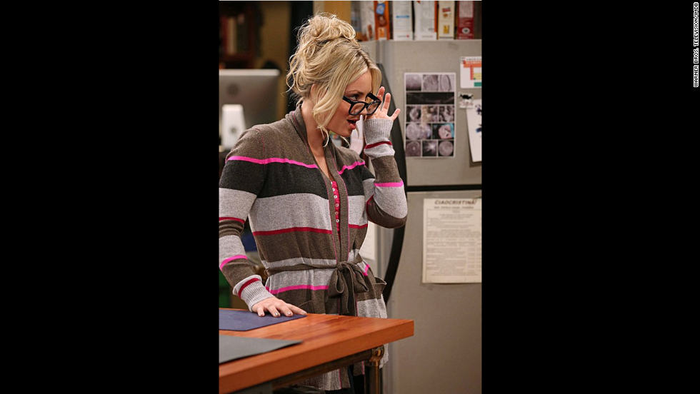 Cuoco interpreta a Penny, una camarera que no se ajusta exactamente con su grupo de amigos, pero sin embargo pasa el tiempo con ellos.