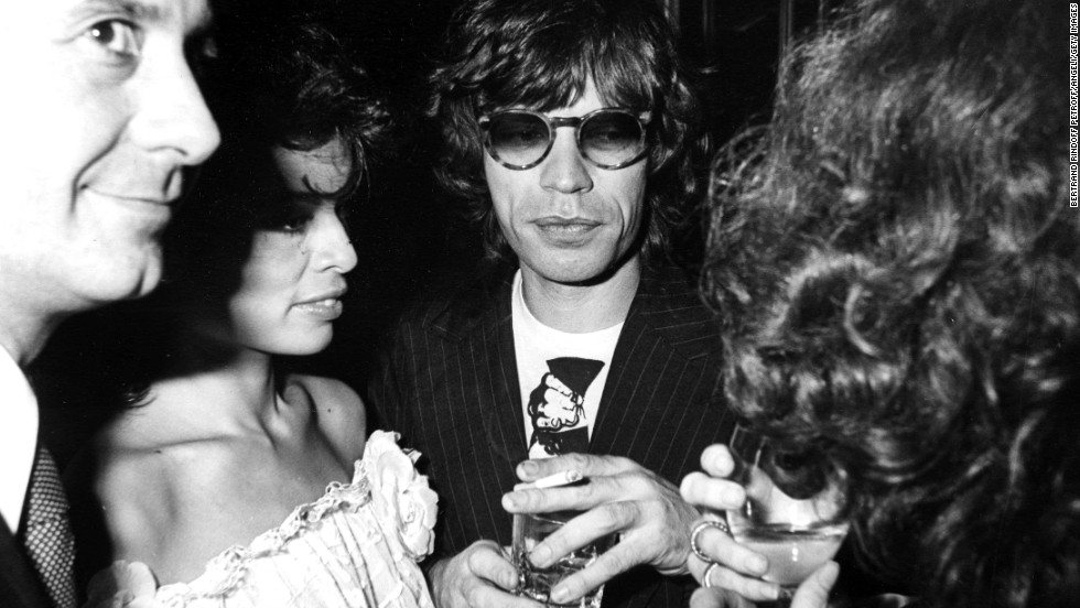 Mick Jagger and his wife Bianca spend an evening at Chez Castel in Paris in 1977.