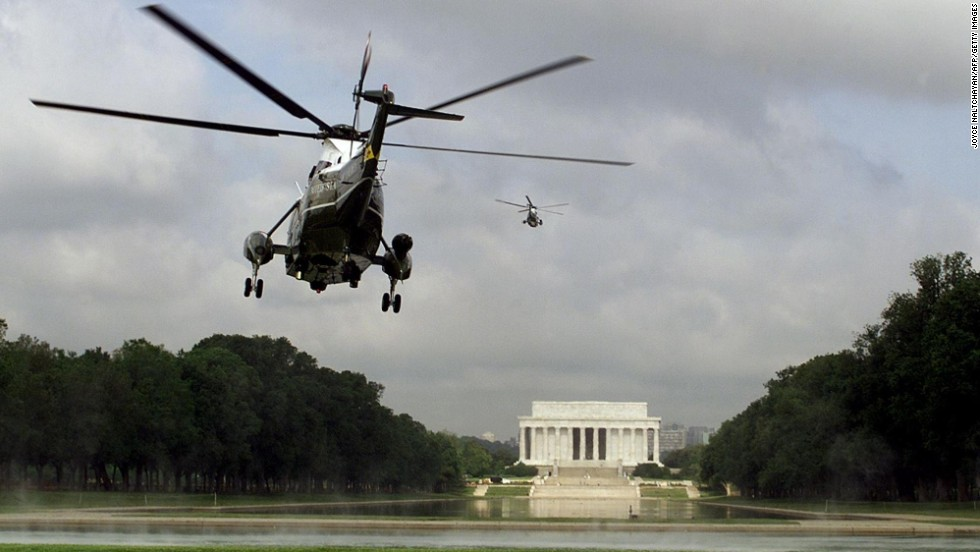 Marine One flies over the Reflecting Pool with President Bill Clinton on board in May 1999.