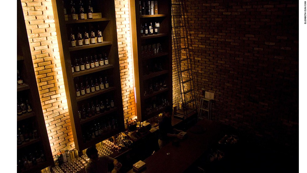 Vault +82 is the latest stellar single malt whiskey bar to open in Seoul. The bar offers complimentary shoeshine service and umbrellas.