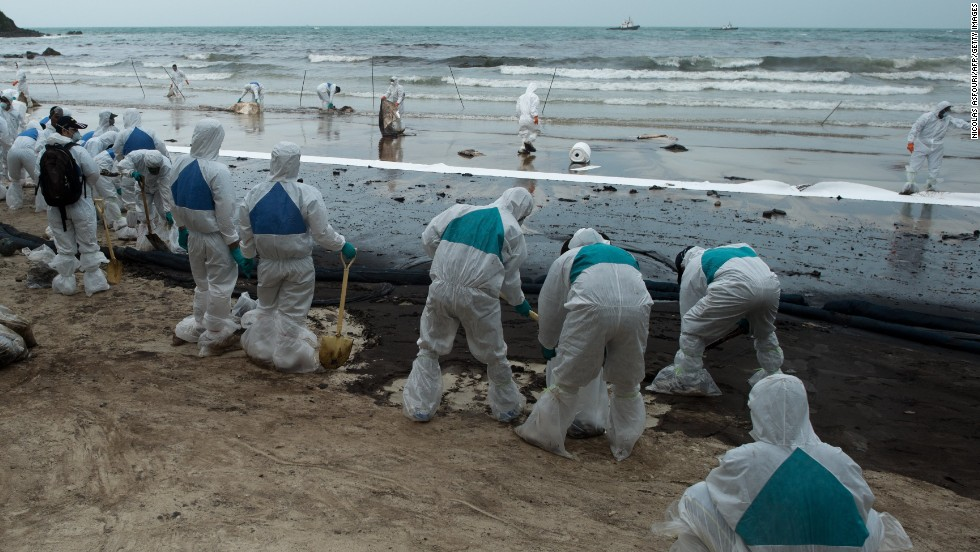 Thai navy personnel work at the scene of the oil spill at Ao Phrao on July 30.
