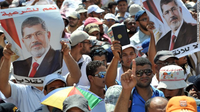 Pro-Morsy crowds refuse to disperse