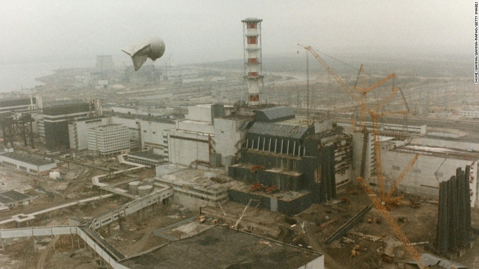 Three days after the explosion, on April 29, 1986, cranes are seen at the power plant. The disaster initially killed 32 people, but according to the United Nations, the explosion and fire that occurred affected, directly or indirectly, 9 million people because of the radioactive materials released into the atmosphere.