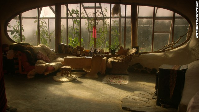 Simon Dale made his own 'hobbit home' for less than $5,000 using materials he scavenged from the local area