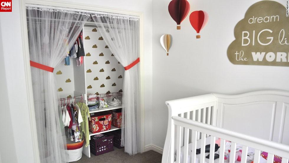 "<a href=""http://ireport.cnn.com/docs/DOC-1013758"">Cheri Heaton</a>'s hot air balloon <a href=""http://www.iammommahearmeroar.net"" target=""_blank"">nursery</a>."