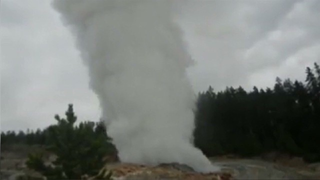 2013: Rare show at Yellowstone