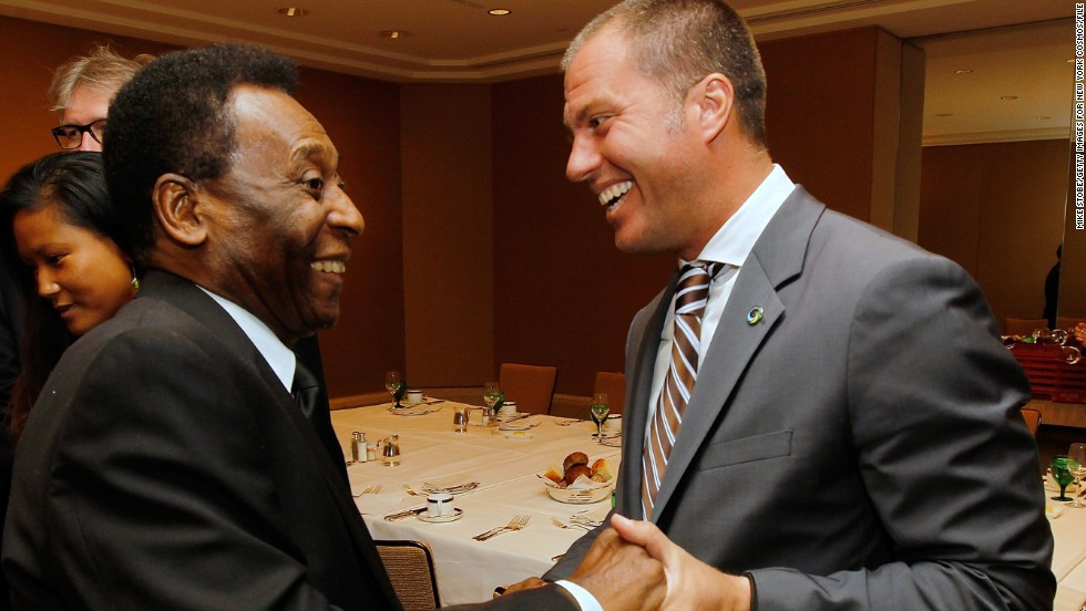 Pele meets Giovanni Savarese, the Venezuelan coach of the modern day Cosmos. Saverese has pedigree in U.S. football and enjoyed a prolific spell with the New York/New Jersey Metrostars.