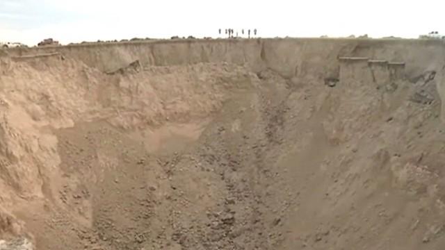dnt massive Kansas sinkhole _00002328.jpg