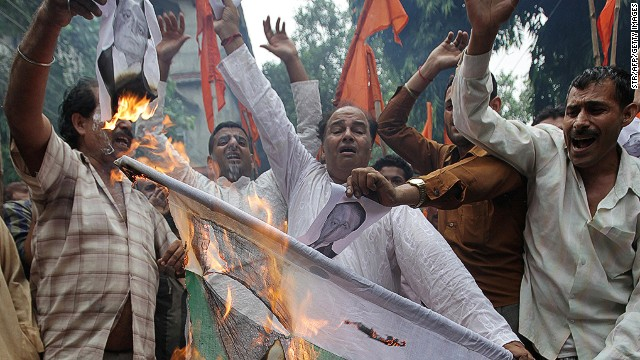 Indian right-wing Hindu Shiv Sena activists protest against the death of five Indian soldiers in Jammu on August 6, 2013.