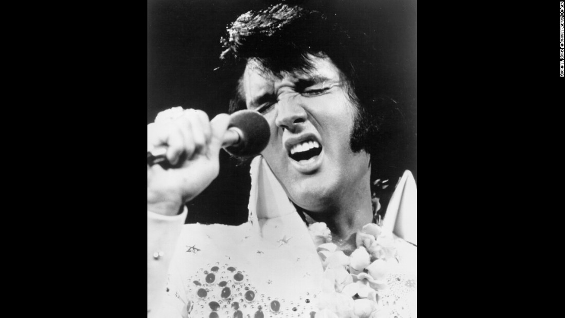 Elvis preforms onstage at the International Convention Center in Honolulu, Hawaii, on January 14, 1973.