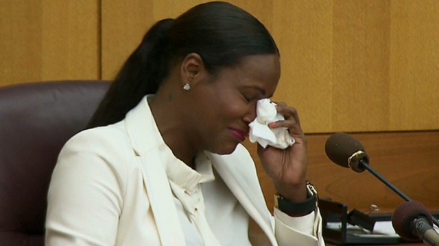 Usher's ex-wife breaks down on the stand