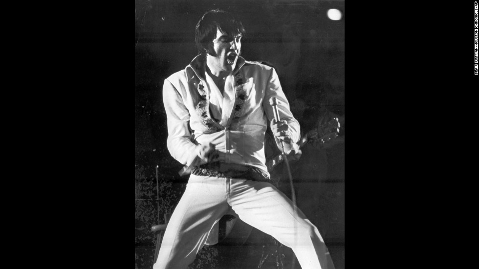Elvis Presley thrills an Astrodome crowd during a February 1970 show.