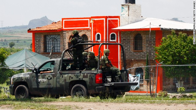 Members of the Army patrol the surroundings of the Puente Grande State prison in Zapotlanejo, Mexico, on 9 August, 2013.