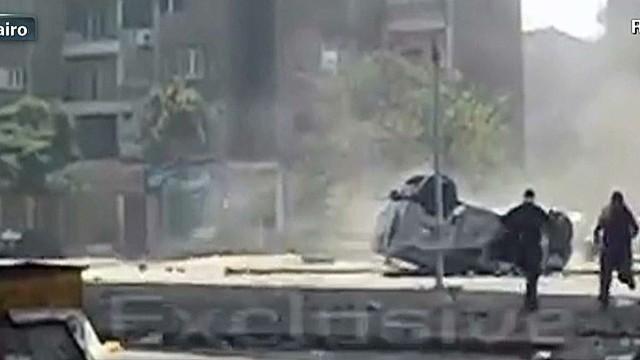Lead tell Egypt Police truck falls off bridge_00001924.jpg