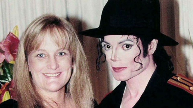 MIchael Jackson's ex-wife cries on stand