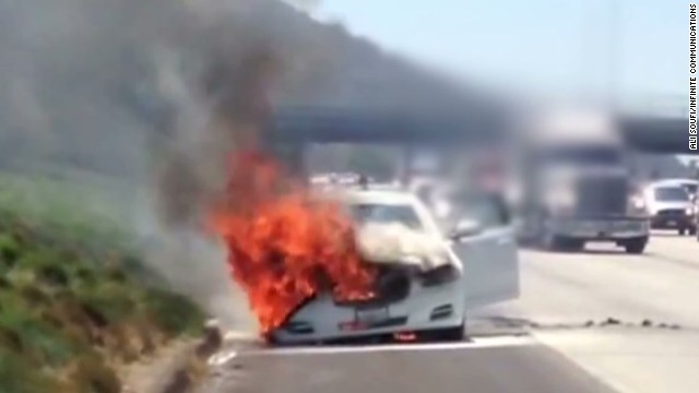 Strangers help Dick Van Dyke during car fire