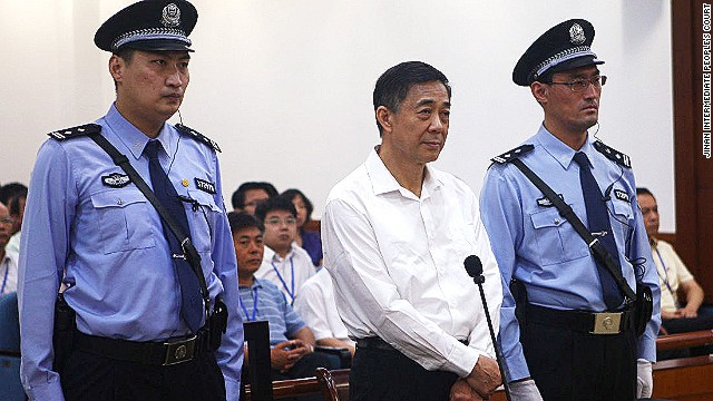 The stature of the policemen who entered court with Bo Xilai became the subject of fevered online speculation.
