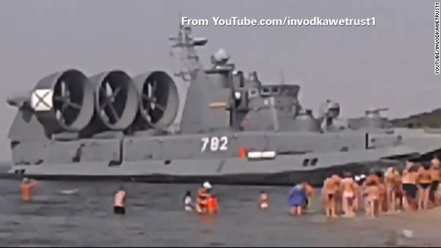 tsr Moos russian hovercraft storms beach_00003616.jpg