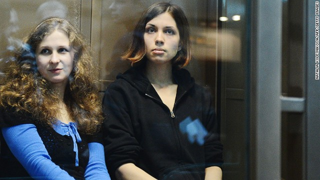 [File photo] Maria Alyokhina (left) and Nadezhda Tolokonnikova sit in court in Moscow on October 10, 2012.