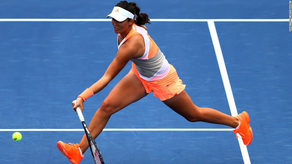 Laura Robson, who sent Kim Clijsters into singles retirement and upset Li last year at the U.S. Open, overcame Spanish veteran Lourdes Dominguez Lino 7-5 6-0.