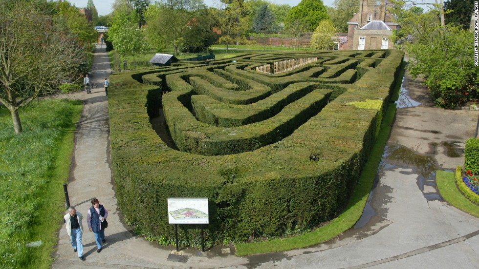In 1700, William III commissioned the trapezoidal labyrinth which remains the largest and most famous of its kind in England.