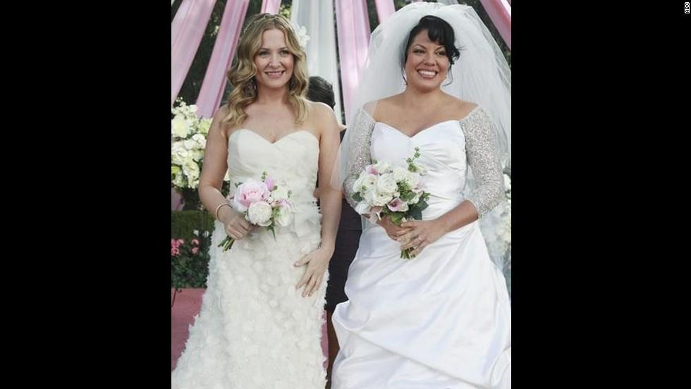 'Grey's Anatomy': Jessica Capshaw and Sara Ramirez as married moms Dr. Arizona Robbins and Dr. Callie Torres.